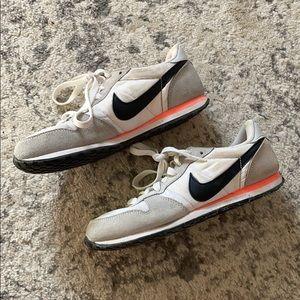 SALE Retro Nike Tennis Shoe